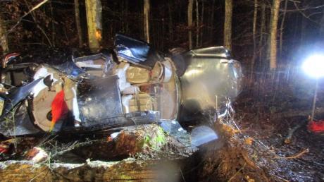Ein 73-jähriger Autofahrer hat bei einem Verkehrsunfall am Heiligabend in der Nähe von Unterliezheim tödliche Verletzungen erlitten.