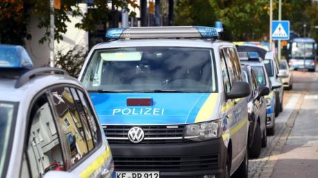 Gleich zweimal zu einer Tankstelle in Stettenhofen ausrücken musste die Polizei.