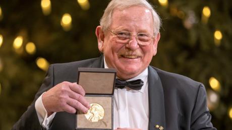 Am 10. Dezember, erhielt Reinhard Genzel dann den Nobelpreis für Physik - wegen Corona nicht in Stockholm, sondern in München