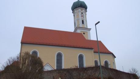 Viel getan hat sich bei der Kirchensanierung von St. Martin in Langenneufnach. Die Außenarbeiten sind abgeschlossen. Im neuen Jahr erfolgen die Restaurierung der Seitenaltäre und die Orgelreinigung.
