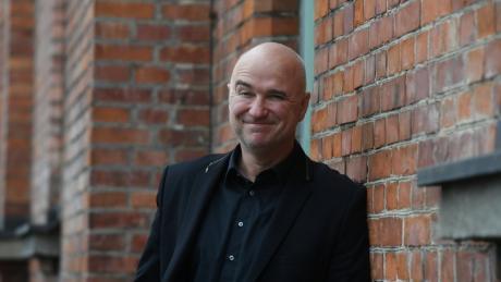 Der Kabarettist Wolfgang Krebs kann nur dank Live-Auftritten von seinem Gehalt leben.