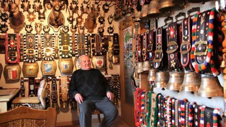Albert König aus Langerringen ist leidenschaftlicher Sammler. Vor allem Kuhglocken haben es ihm angetan. Inzwischen hängen in seinem Haus rund 380 Stück in allen Größenordnungen.