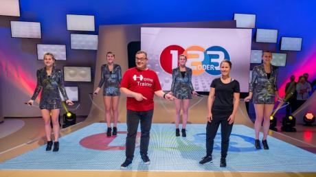 """Die Jumpinos aus Friedberg waren zu Gast bei der Sendung """"1, 2 oder 3"""" mit Moderator Elton."""