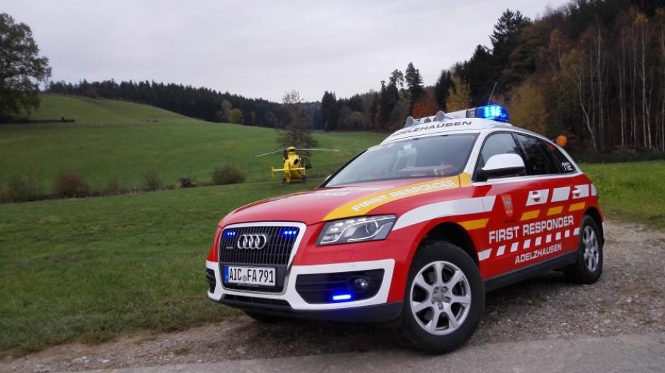 Die First Responder aus Adelzhausen gibt es seit zehn Jahren. Die ehrenamtlichen Ersthelfer überbrücken die fünf bis zehn Minuten bis zum Eintreffen eines Rettungswagens.