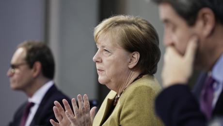 Bundeskanzlerin Angela Merkel bei einer Pressekonferenz mit Markus Söder und Michael Müller.