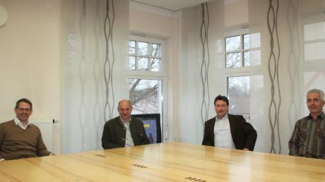 Robert Thaller (Zweiter von links) wurde als neuer Geschäftsstellenleiter von den Bürgermeistern (von links) Marcus Knoll und Robert Irmler sowie von seinem Kollegen Franz Wilhelm  begrüßt.