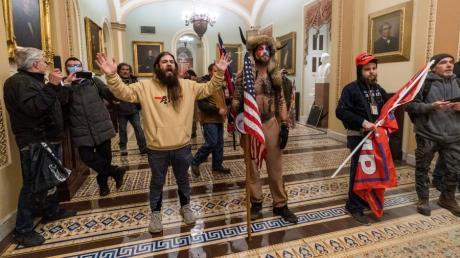 Anhänger von US-Präsident Donald Trump stürmen das US-Kapitolgebäude.
