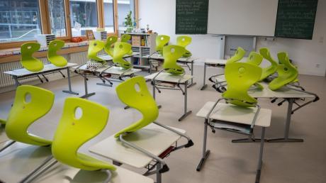 Die Klassenzimmer im Landkreis Donau-Ries werden bis Ende Januar leer bleiben.