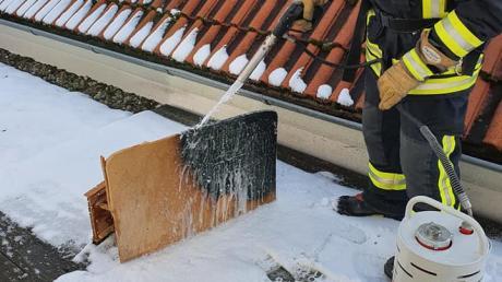Eine brennende Krippe in einem Seniorenheim in Karlshuld hat am Freitag einen größeren Feuerwehreinsatz ausgelöst.