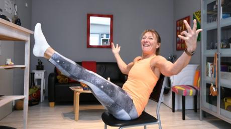 Diese Übung für die Bauchmuskeln ist die Königsdisziplin. Sie kostet Sabine Welscher nur ein Lächeln.