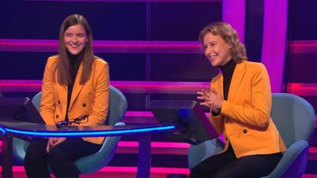 Die Schwestern Anja-Sophia (links) und Sara-Luisa Reh aus Stadtbergen sind am Montag als Kandidatenteam zu Gast in der Quizshow mit Jörg Pilawa.