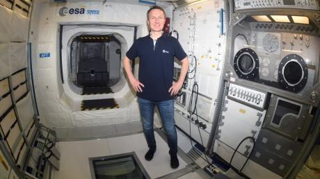 Der Astronaut Matthias Maurer steht in einem Trainingsmodul im Europäischen Astronautenzentrum EAC auf dem Gelände der ESA. Der Saarländer wird voraussichtlich im Herbst zur ISS fliegen.