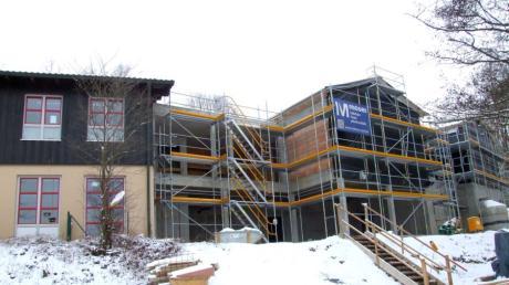 Der Gemeinderat in Mickhausen beschloss mehrheitlich, das Pelletlager für die Heizungsanlage im Spielbereich des Kindergartens St. Wolfgang zu errichten. Derzeit wird die Betreuungseinrichtung erweitert.