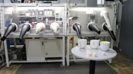Die Arbeitsstation für Leuchtmittel bei Osram in Schwabmünchen würde bei einem Wirtschaftslockdown stillstehen.