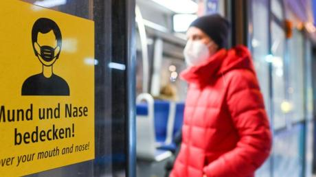 Einstieg nur noch mit OP-Maske oder noch besserem Schutz: Alltagsmasken sollen laut einem Bund-Länder-Beschluss in Bahnen und Bussen künftig bundesweit tabu sein.