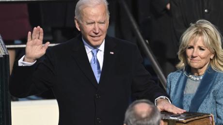 Joe Biden wird von Chief Justice John Roberts als 46. Präsident der USA vereidigt.