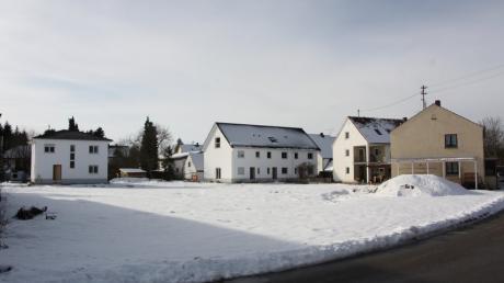 Auf diesem Grundstück in der Steingasse in Großaitingen soll eine Wohnanlage mit 15 Wohnungen gebaut werden.