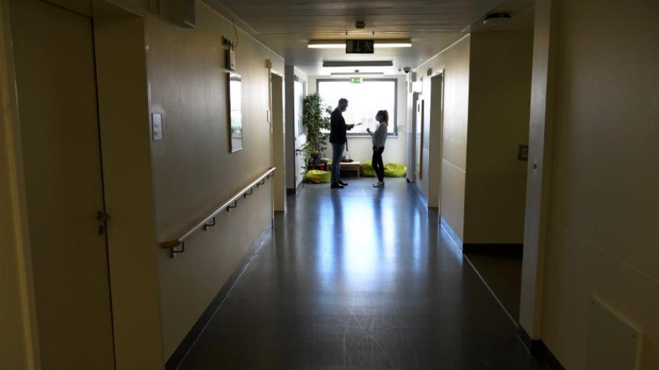 Blick in die Kinder- und Jugendpsychiatrie am Josefinum. Der zweite Lockdown treibt in der Corona-Krise immer mehr Kinder und Jugendliche in die Augsburger Klinik.