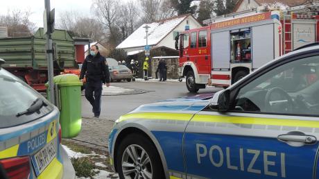 An der Neuburger Schlösslwiese hat am Donnerstag ein Auto gebrannt.