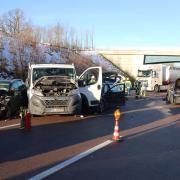 Massenkarambolage auf der A8 zwischen den Anschlussstellen Günzburg und Burgau mit 13 verletzten Personen. Der durch die Unfälle angerichtete Schaden wird auf 300.000 Euro geschätzt.