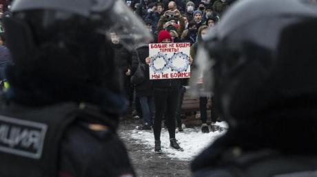 Landesweit sollen bei Nawalny-Protesten in Russland mehr als 2600 Demonstranten festgenommen worden sein.