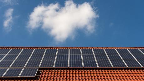 Die Grünen wollen Photovoltaikanlagen auf allen geeigneten kreiseigenen Dächern.