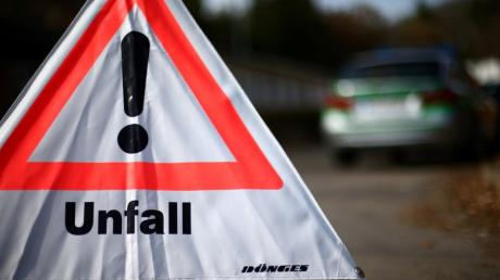 Bei einem Autounfall nahe Oberschönegg ist eine Frau leicht verletzt worden.