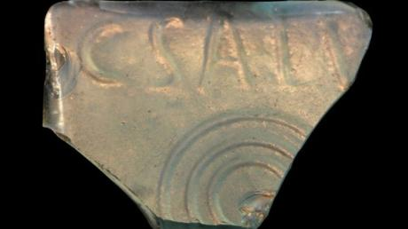 Diese Scherbe hat William Farquhar auf einem Acker bei Westendorf gefunden.