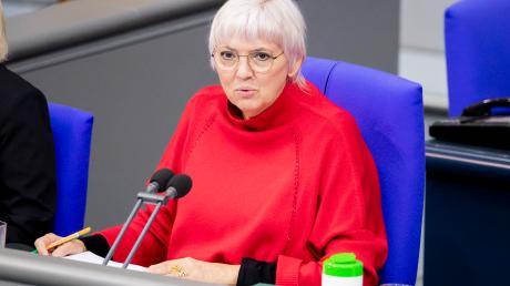 Claudia Roth fordert Innenminister Horst Seehofer zur AUfklärung der schweren Vorwürfe gegen die EU-Grenzschutzagentur Frontex auf.