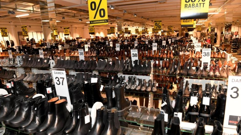 Schuhhändler sitzen derzeit auf jeder Menge Ware und dürfen nur über Click&Collect verkaufen. Auch für Kinderschuhe gibt es keine Ausnahme.