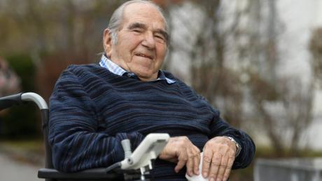Paul Oefele aus Gersthofen genießt in seinem 95. Lebensjahr  nach einer dreiwöchigen Corona Quarantäne wieder seine  Freiheit.
