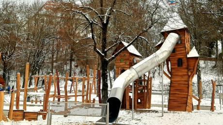 Die große Rutsche ist der Zankapfel am Spielplatz im Friedberger Schlosspark.