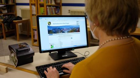 Die Bücherei in Bachhagel zieht vorrübergehend in neue Räume. Zeitgleich wird das Angebot auch ausgeweitet. Leser können auch Online lesen.