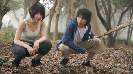 """Ryōhei Arisu und Yuzuha Usagi werden auch in Staffel 2 von """"Alice in Borderland"""" ums Überleben kämpfen müssen."""