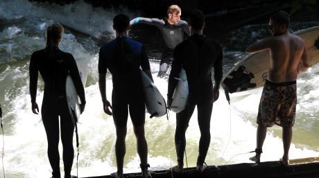 Surfer dürfen sich auf eine künstliche Welle in Augsburg freuen.