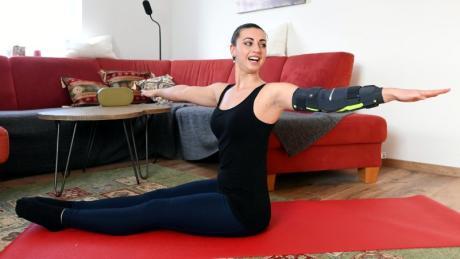 Melanie Niggl demonstriert, dass es beim Pilates nicht auf Quantität, sondern auf Qualität ankommt.