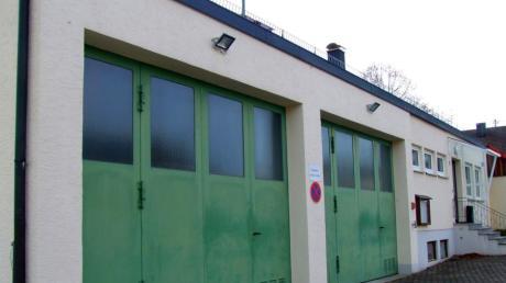 Beim Feuerwehrgerätehaus in Ustersbach sind Umbauarbeiten erforderlich. Dazu wollen die Brandschützer ehrenamtliches Engagement einbringen.