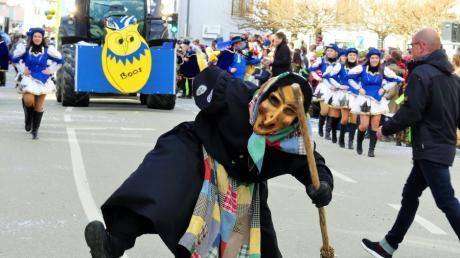 Wenn die Altenstadter Schädderhexen schon nicht wie sonst raus dürfen, kommt wenigstens eine Hexe zu jedem der Mitglieder nach Hause.