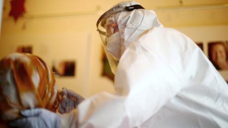 In wenigen Minuten können Schnelltests eine Infektion mit dem Coronavirus ausschließen. Für Besucher von Altenheimen sind sie Pflicht.