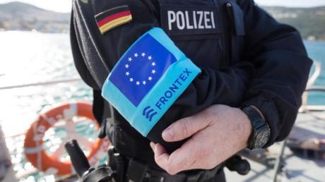 Ein Beamter der deutschen Bundespolizei im Frontex-Einsatz auf der griechischen Insel Samos.