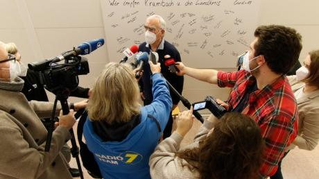 Der frühere Bundesfinanzminister Dr. Theo Waigel  während eines Interviews beim Impftermin in Krumbach.