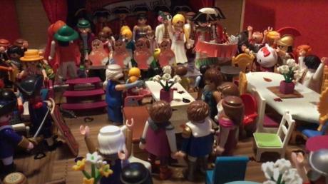 Heiter geht es in der Ranzenburger Fasnet zu – das zeigt der Film, den Dietenheimer Kinder mit Playmobil-Figuren angefertigt und bei dem Videoportal Youtube veröffentlicht haben.