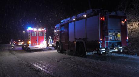 Am 7. Februar ist ein Autofahrer auf der B16 bei Tapfheim wegen glatter Fahrbahn von der Straße abgekommen und ist im Gebüsch auf dem Dach zum Liegen gekommen.