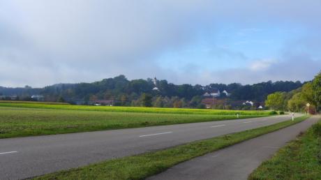 Wird der Geh- und Radweg von Nordendorf in Richtung Blankenburg künftig beleuchtet? Die Firma LVN verlegt dort demnächst ein Erdkabel.
