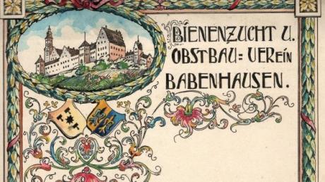 """Für """"Stadtgärtner"""" Alfons Müller ist ein Herzenswunsch in Erfüllung gegangen: Er überreichte die alten Protokollbücher des Babenhauser Obst- und Gartenbauvereins an den Historischen Verein."""