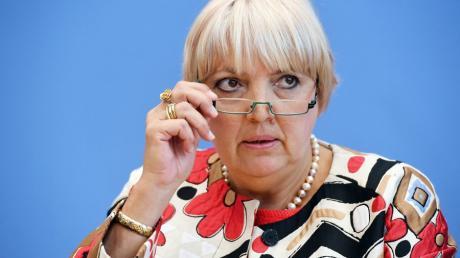 Bundestagsvizepräsidentin Claudia Roth ist mit der Absage von Ministerpräsident Markus Söder an Augsburg, Teststadt nach dem Tübinger Modell zu werden, nicht einverstanden.