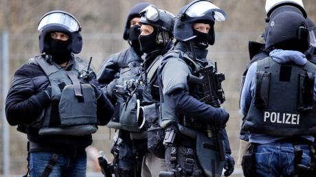 In Aindling kam es am Montagnachmittag zu einem Einsatz des Sondereinsatzkommandos (SEK). Auch eine Verhandlungsgruppe rückte an - sie richtete sich im Rathaus ein.