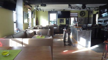 Neuer Boden, neue Farbe an den Wänden: Die Hattrick Sportbar hat einen neuen Anstrich bekommen.