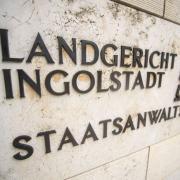 Die Staatsanwaltschaft Ingolstadt ermittelt wegen möglicher Volksverhetzung auf einer Corona-Demo in Neuburg.
