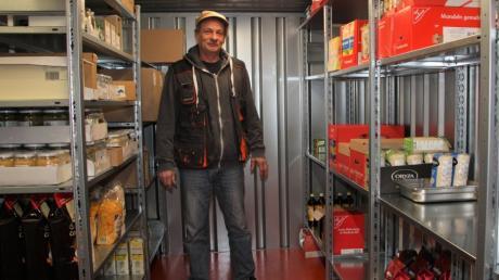 Das Vorratslager von Klaus Peter Miller füllt sich mehr und mehr. Mit seinem rollenden Supermarkt steht er bald in Oberottmarshausen.